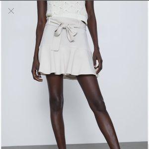 NWT Zara ruffled ivory skort